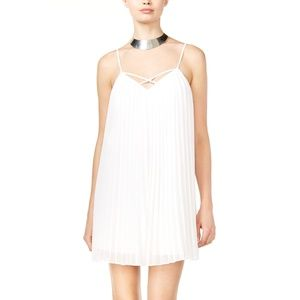 GUESS Templerly Pleated Dress